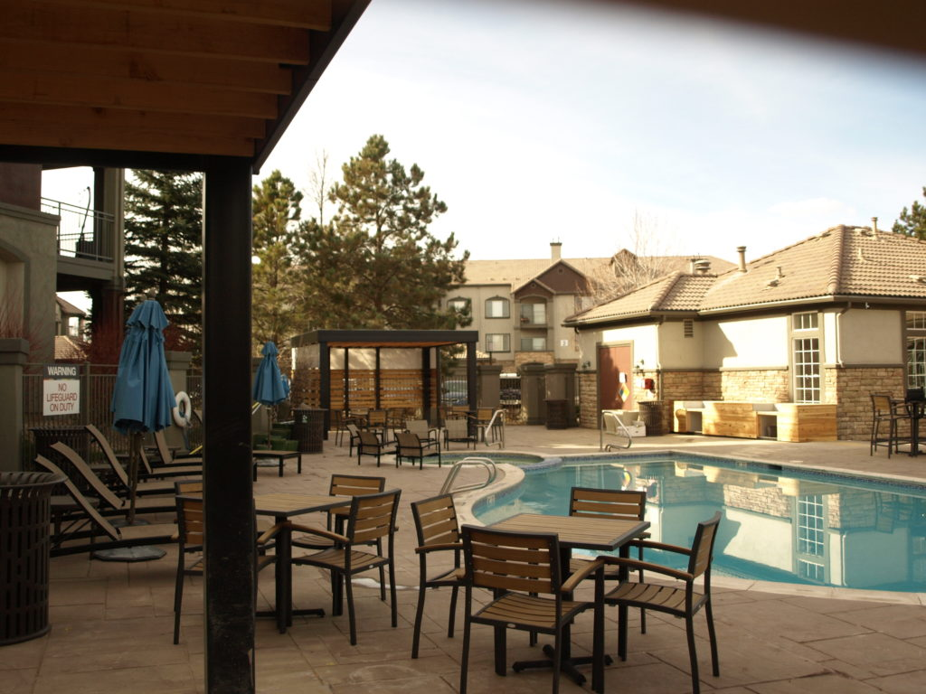 Belleview Station Apartments - Pool area